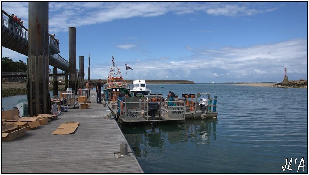 [Activité hors Marine des ports] LE CROISIC Port, Traict, Côte Sauvage... - Page 7 Sb39%2015-37%2015h10%20Pr%C3%A9paration%20feu%20d%27artifice%20%20_A%2005745
