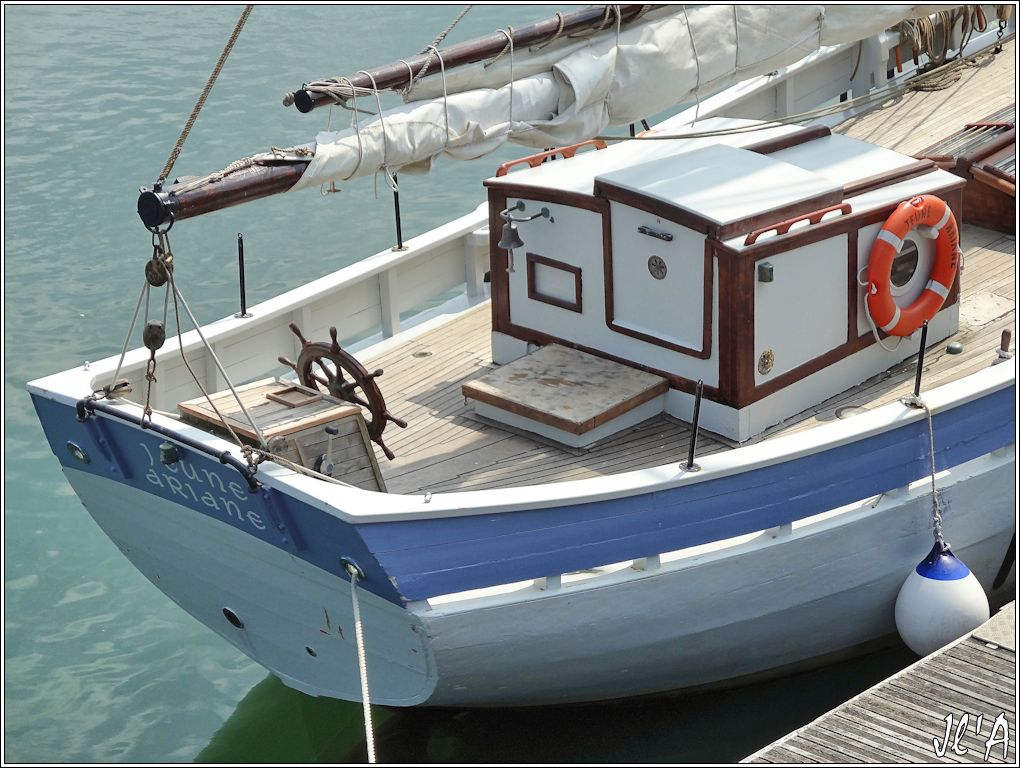 [Activité hors Marine des ports] LE CROISIC Port, Traict, Côte Sauvage... - Page 4 N-06%20Jeune%20Ariane%20%C3%A0%20l%27estacade%20S20V02536