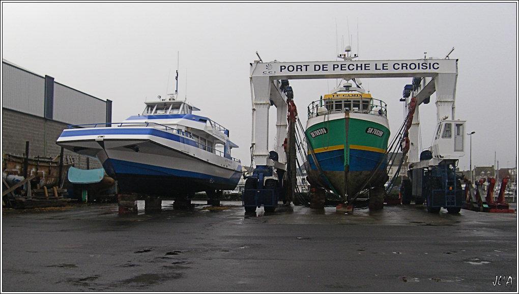 [Activité hors Marine des ports] LE CROISIC Port, Traict, Côte Sauvage... - Page 2 B25-G60013246%20La%20F%C3%A9e%20des%20Iles%20et%20Le%20Gamin%20en%20car%C3%A9nage