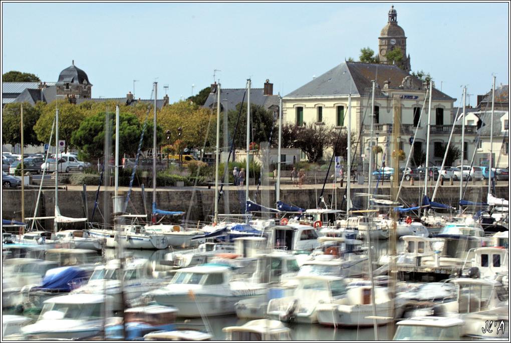 [Activité hors Marine des ports] LE CROISIC Port, Traict, Côte Sauvage... - Page 8 Sc03-16-04%20le%20port%20le%20clocher%20de%20l%27%C3%A9glise%20pose%20longue%2020S%20f22%20_A06672