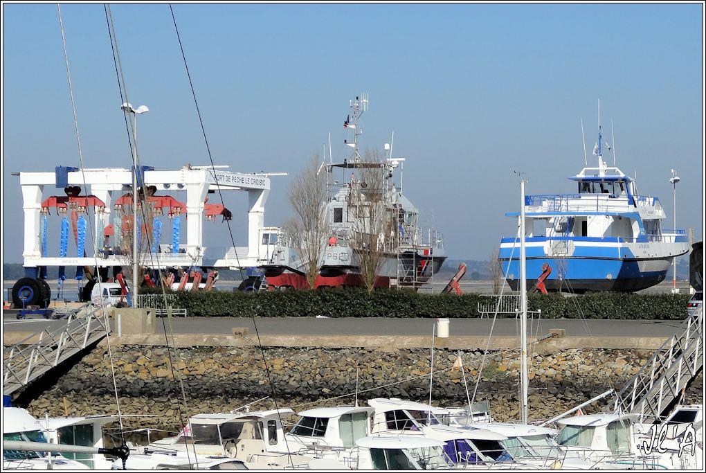 [Activité hors Marine des ports] LE CROISIC Port, Traict, Côte Sauvage... - Page 4 JChantier%20Naval%2001vedette%20P620%20S%C3%A8vres%20et%20La%20F%C3%A9e%20des%20Iles%20en%20car%C3%A9nage%20S20V01514