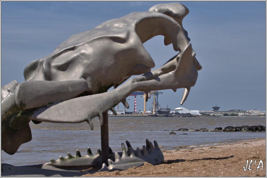 [Vie des ports] Port de Saint Nazaire - Page 3 20%20Le%20BPC%20Sebastopol%20dans%20les%20crocs%20du%20serpent%20d%27oc%C3%A9an%20_A04278