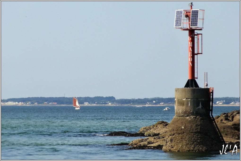 [Activité hors Marine des ports] LE CROISIC Port, Traict, Côte Sauvage... - Page 5 Q29-21%20Kurun%20dans%20la%20baie%20et%20bou%C3%A9e%20Grand%20Mabon%20S20V03954