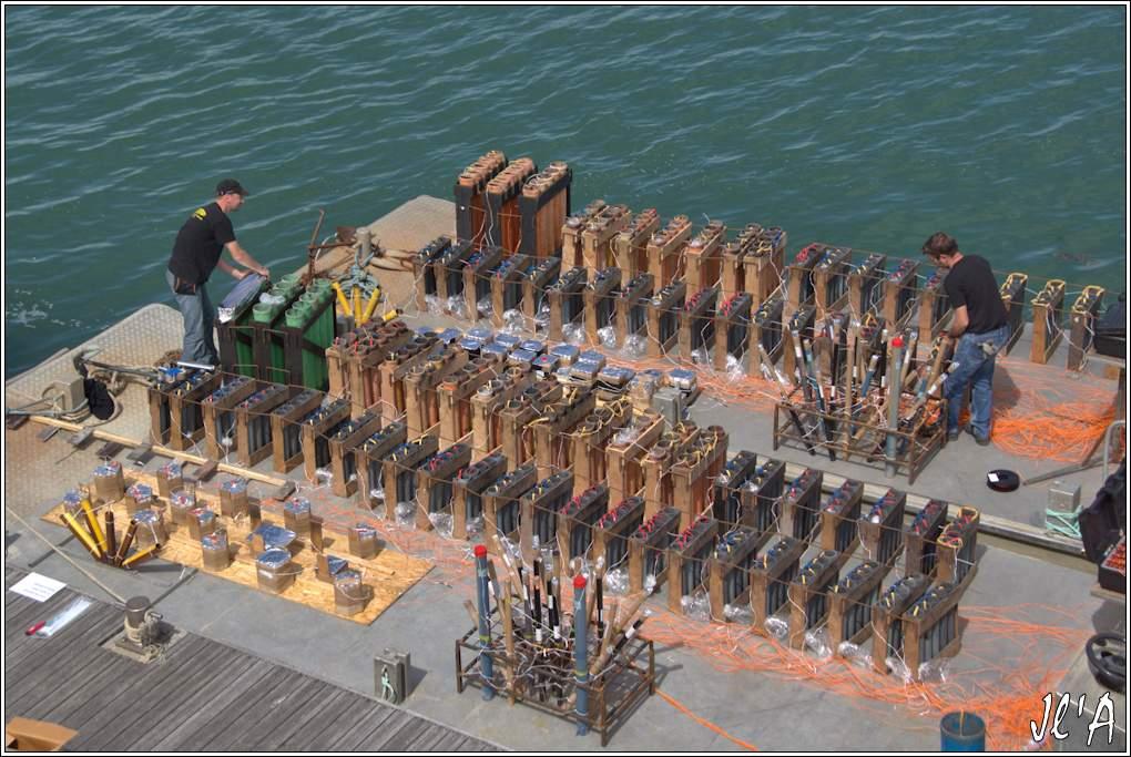 [Activité hors Marine des ports] LE CROISIC Port, Traict, Côte Sauvage... - Page 7 Sb40%2015-43%20Pr%C3%A9paration%20feu%20d%27artifice%20%20_A%2005754