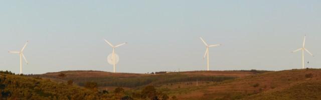 (Portugal) Construction du parc éolien du Sabugal - Page 6 Panorama%20%C3%A9oliennes%20lune.JPG