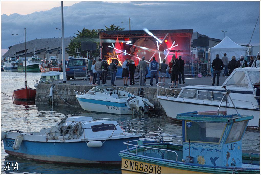 [Activité hors Marine des ports] LE CROISIC Port, Traict, Côte Sauvage... - Page 8 Sb85%2015-e7%20podium%20place%20du%208%20mai%20_A05892