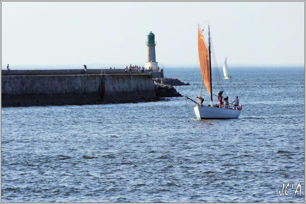 [Activité hors Marine des ports] LE CROISIC Port, Traict, Côte Sauvage... - Page 5 Q38-40%20Kurun%20entre%20au%20port%20sous%20grande%20voile%20S20V03983