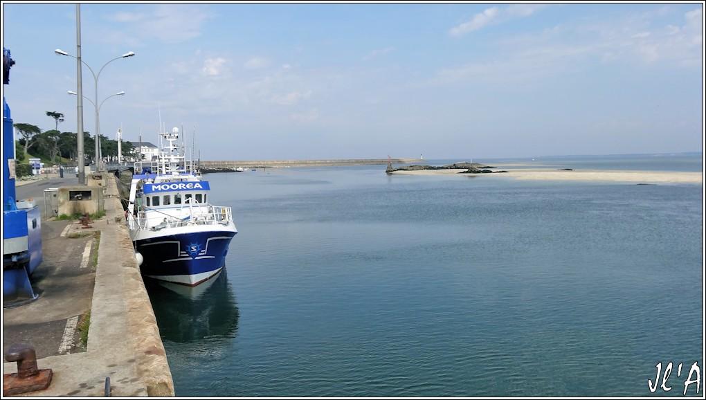 [Activité hors Marine des ports] LE CROISIC Port, Traict, Côte Sauvage... - Page 4 N-02%20Moorea%20%C3%A0%20mar%C3%A9e%20basse%20S20V02531