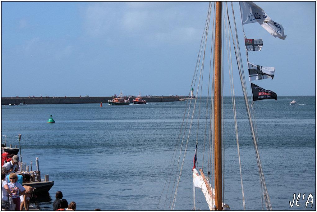 [Activité hors Marine des ports] LE CROISIC Port, Traict, Côte Sauvage... - Page 4 G50%2016h20%20retour%20des%20canots%20SNSM%20A40625