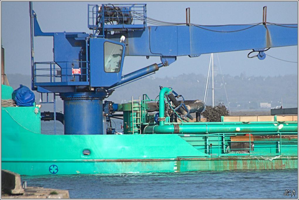[Activité hors Marine des ports] LE CROISIC Port, Traict, Côte Sauvage... - Page 2 B58-A24480%20Fort%20Boyard%20dans%20le%20chenal%20GrPL