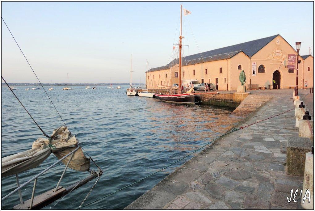 [Activité hors Marine des ports] LE CROISIC Port, Traict, Côte Sauvage... - Page 5 Q13-17%20Saint%20Michel%202%20devant%20l%27ancienne%20cri%C3%A9e%20S20V03843