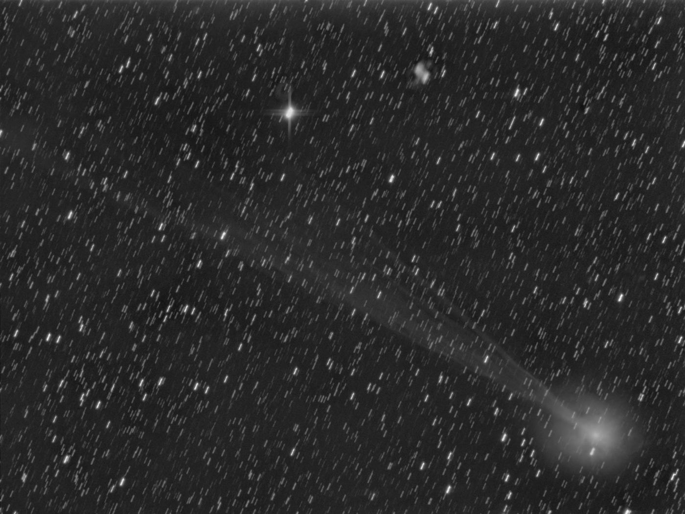 Comètes - Page 11 Lovejoy_m76_comete