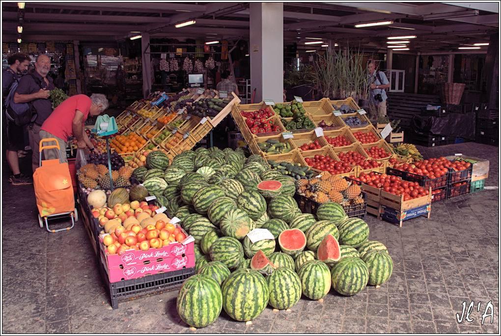 10 jours aux Acores (août 2013) J01-068%20Mercado%20march%C3%A9%20aux%20fruits%20past%C3%A8ques%20et%20ananas%20A43104