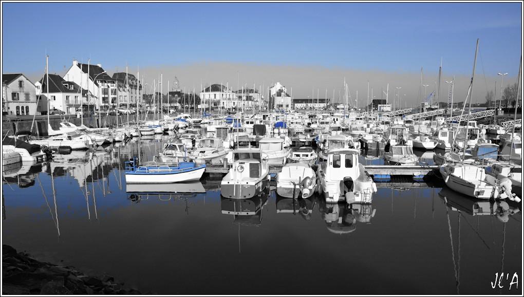 [Activité hors Marine des ports] LE CROISIC Port, Traict, Côte Sauvage... - Page 6 R16-08-04%20port%20de%20plaisance%20N%26B%26Bleu%20A00382