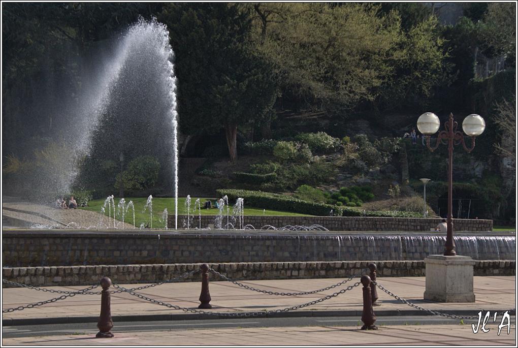 Fil ouvert- Fontaines - Page 5 Ze41%20jet%20d'eau%20quai%20de%20Ligny%20au%201000%C3%A8S%20_DSC0857