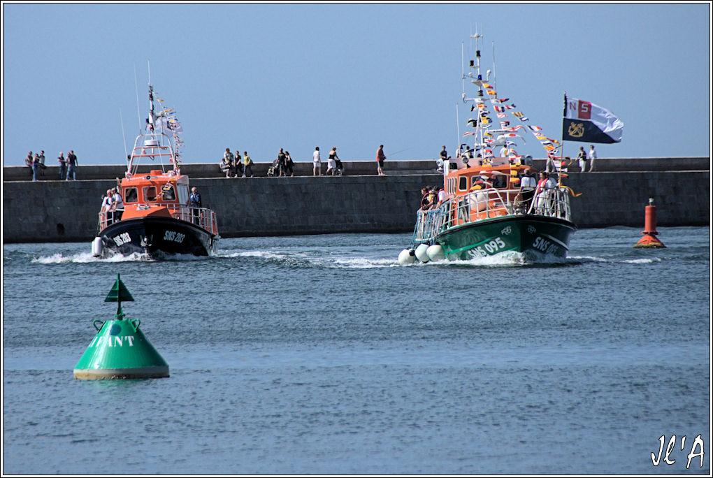 [Activité hors Marine des ports] LE CROISIC Port, Traict, Côte Sauvage... - Page 4 G51%2016h22%20retour%20des%20canots%20SNSM%20A40626