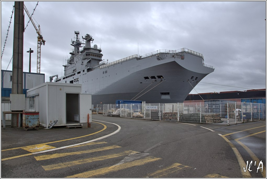 [Vie des ports] Port de Saint Nazaire - Page 2 D-31%20l%27%C3%A9trave%20du%20BPC%20Russe%20la%20passerelle%20_A00997