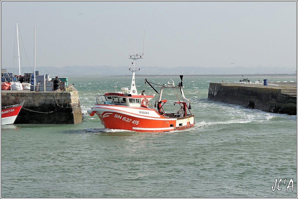 [Activité hors Marine des ports] LE CROISIC Port, Traict, Côte Sauvage... - Page 4 K38-61%20Marika%20entre%20au%20port%20S20V02133