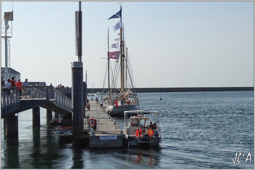 [Activité hors Marine des ports] LE CROISIC Port, Traict, Côte Sauvage... - Page 5 Q01-03%20l%27estacade%20Notre%20Dame%20des%20Flots%20S20V03826