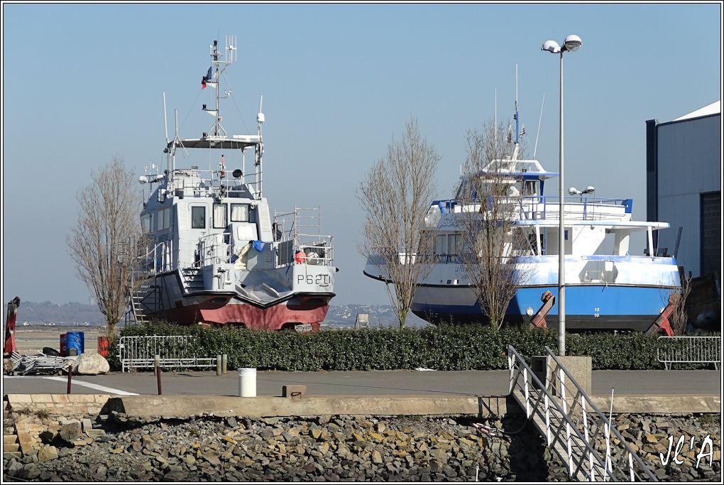 [Activité hors Marine des ports] LE CROISIC Port, Traict, Côte Sauvage... - Page 4 JChantier%20Naval%2002%20vedette%20P620%20S%C3%A8vres%20et%20La%20F%C3%A9e%20des%20Iles%20en%20car%C3%A9nage%20S20V01515