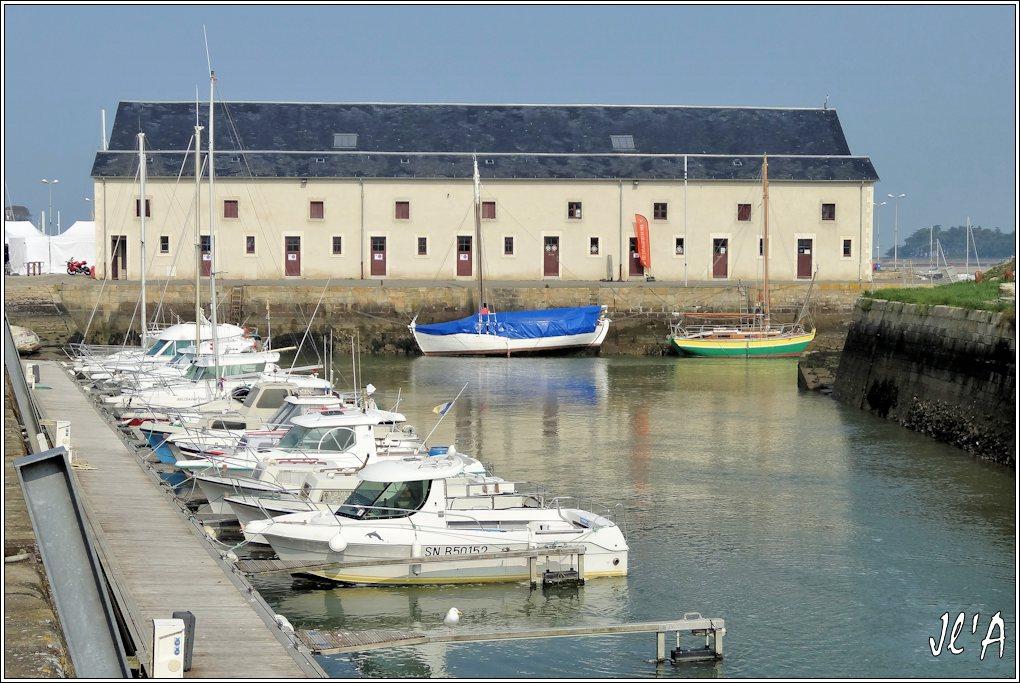 [Activité hors Marine des ports] LE CROISIC Port, Traict, Côte Sauvage... - Page 4 K16-30%20Kurun%20et%20Sophan%20devant%20l%27ancienne%20cri%C3%A9e%20S20V02088
