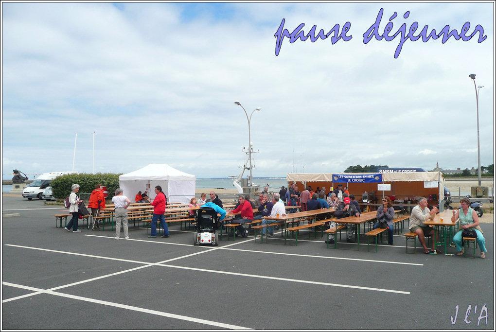 [Activité hors Marine des ports] LE CROISIC Port, Traict, Côte Sauvage... - Page 3 F08_09%2013h15%20place%20d%27Armes%20TZ313189