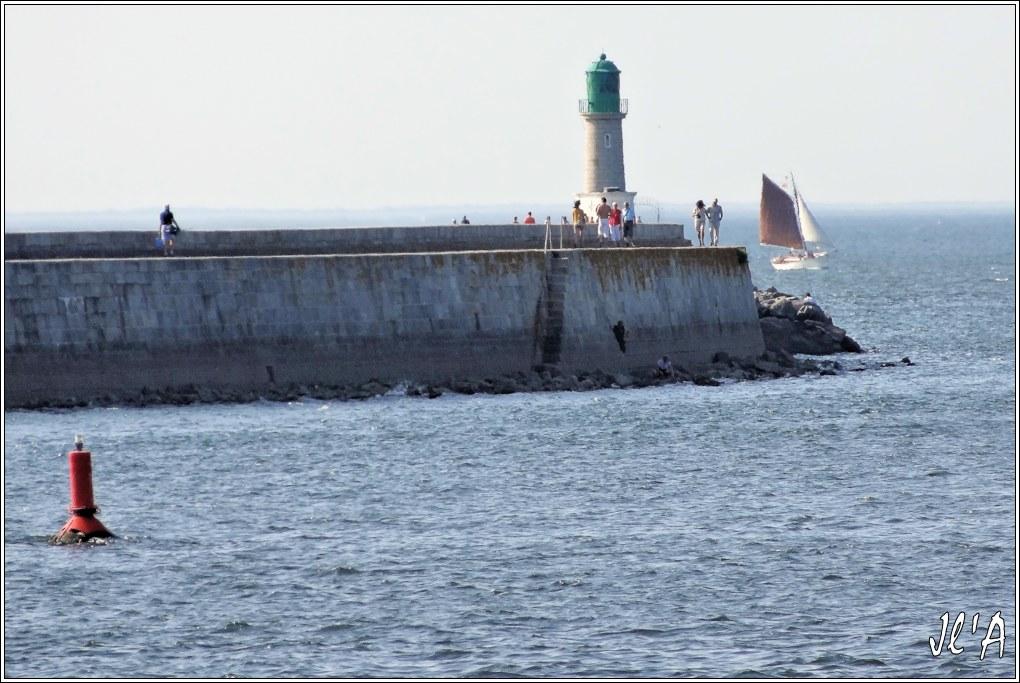 [Activité hors Marine des ports] LE CROISIC Port, Traict, Côte Sauvage... - Page 5 Q35-34%20Kurun%20contourne%20la%20jet%C3%A9e%20du%20Tr%C3%A9hic%20S20V03972
