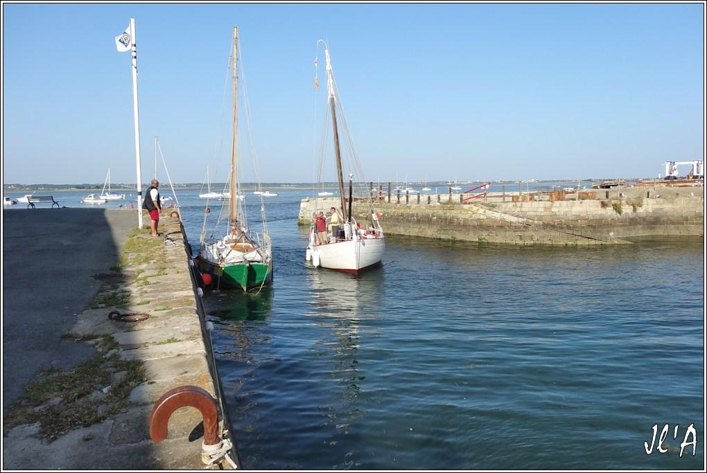 [Activité hors Marine des ports] LE CROISIC Port, Traict, Côte Sauvage... - Page 5 Q43-48%20arriv%C3%A9e%20de%20Kurun%20S20V03993
