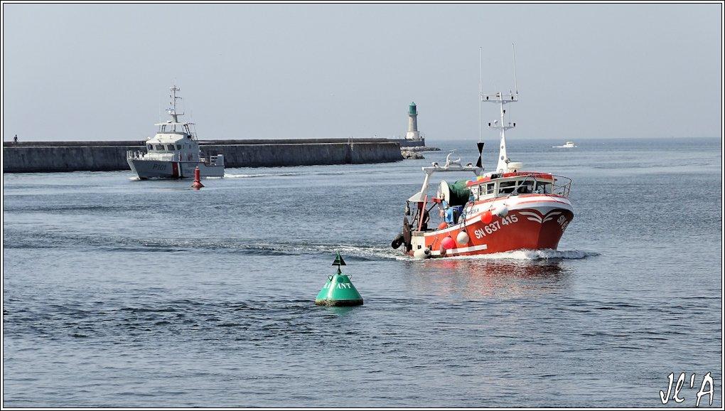 [Activité hors Marine des ports] LE CROISIC Port, Traict, Côte Sauvage... - Page 5 N-23%20entr%C3%A9e%20au%20port%20Marika%20vedette%20des%20Coast%20Guard%20de%20Surinam%20S20V02555