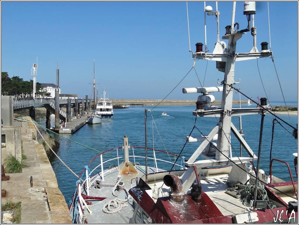 [Activité hors Marine des ports] LE CROISIC Port, Traict, Côte Sauvage... - Page 5 P59-33%20estacade%20Jeune%20Ariane%20et%20Kerpenhir%20S20V03720