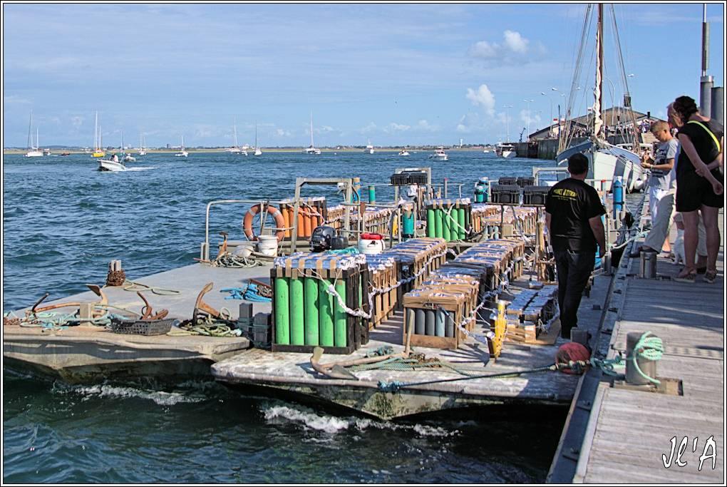 [Activité hors Marine des ports] LE CROISIC Port, Traict, Côte Sauvage... - Page 8 Sb74%2015-c2%20pr%C3%A9paration%20du%20feu%20d%27artifice%20_A%2005857