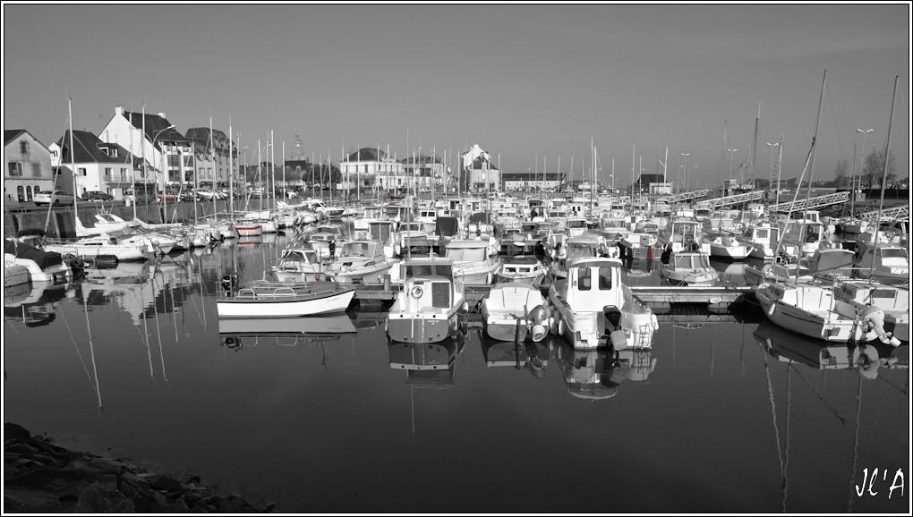 [Activité hors Marine des ports] LE CROISIC Port, Traict, Côte Sauvage... - Page 6 R15-08-03%20port%20de%20plaisance%20N%26B%26Rouge%20A00381