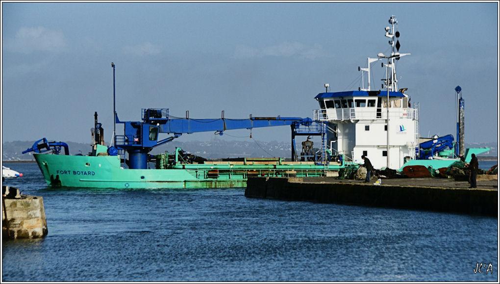 [Activité hors Marine des ports] LE CROISIC Port, Traict, Côte Sauvage... - Page 2 B57-A24478%20Fort%20Boyard%20dans%20le%20chenal