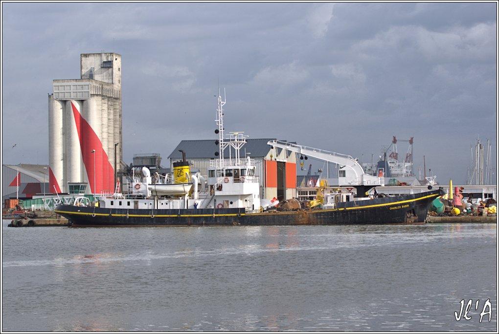 [Vie des ports] Port de Saint Nazaire - Page 3 D11%20le%20fond%20du%20bassin%20et%20le%20baliseur%20Charles%20Babin%20_A00979